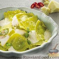 Фото к рецепту: Равиоли со шпинатом, рикоттой и креветками