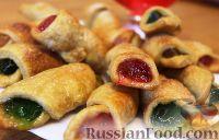 Фото к рецепту: Рогалики с разноцветным мармеладом