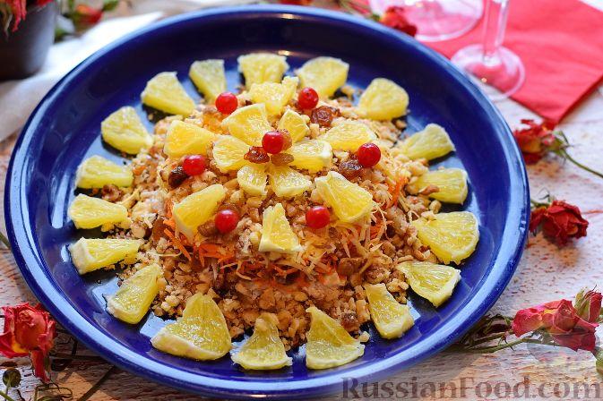 Фото приготовления рецепта: Салат «Французская любовница» с курицей, изюмом и орехами - шаг №9