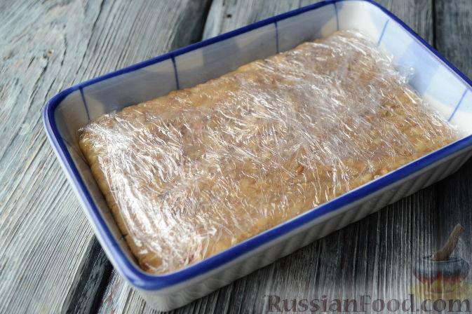 Фото приготовления рецепта: Cвинина, тушенная со свёклой, солёными огурцами и помидорами - шаг №8