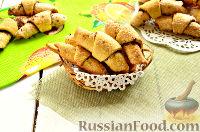 Фото к рецепту: Сахарные рогалики с шоколадной начинкой