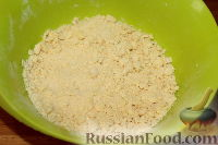 Фото приготовления рецепта: Деревенский творожный пирог из песочной крошки - шаг №4