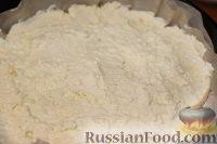 Фото приготовления рецепта: Деревенский творожный пирог из песочной крошки - шаг №8