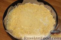 Фото приготовления рецепта: Деревенский творожный пирог из песочной крошки - шаг №9
