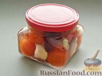 Фото к рецепту: Пикули из помидоров черри со свеклой