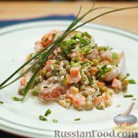 Фото к рецепту: Салат из молодого картофеля с горошком в чесночно-лимонном соусе