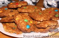 Фото к рецепту: Овсяное печенье с орехами и разноцветным драже