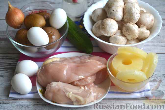 Фото приготовления рецепта: Салат с курицей и ананасами - шаг №1