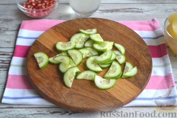 Фото приготовления рецепта: Салат с курицей и ананасами - шаг №6
