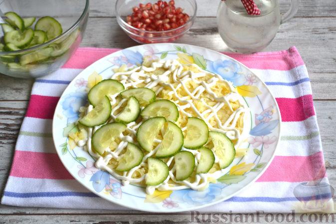 Фото приготовления рецепта: Салат с курицей и ананасами - шаг №7