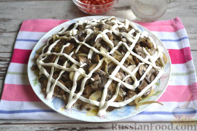 Фото приготовления рецепта: Салат с курицей и ананасами - шаг №9