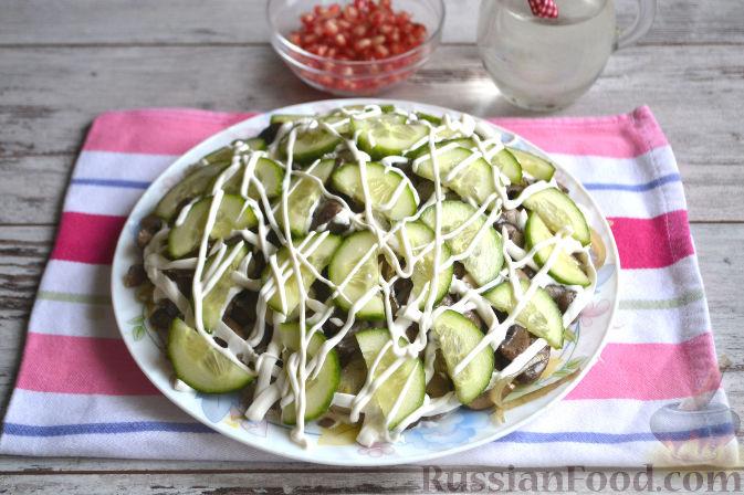 Фото приготовления рецепта: Салат с курицей и ананасами - шаг №10