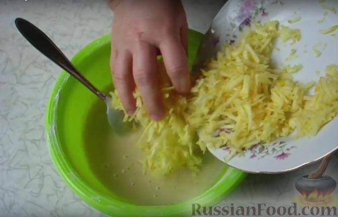 Фото приготовления рецепта: Очень простой пирог с айвой - шаг №4