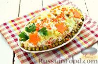 """Фото к рецепту: Салат """"Праздничный"""" с копченой колбасой"""
