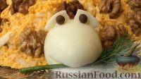 """Фото к рецепту: Салат """"Черепаха"""" с яблоками и сыром"""