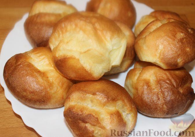 Фото приготовления рецепта: Омлет с помидорами, луком и маслинами - шаг №1
