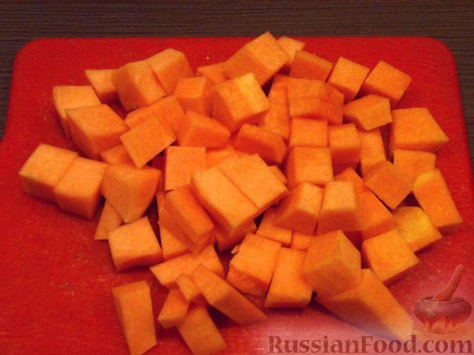 Фото приготовления рецепта: Суп-пюре из тыквы и грибов - шаг №3