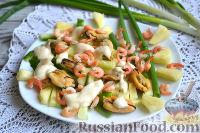 Фото к рецепту: Салат с креветками, мидиями и свежим ананасом