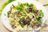 Фото к рецепту: Салат из пекинской капусты, с кукурузой и сухариками