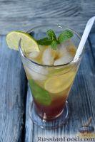 Фото к рецепту: Коблер (коктейль с клубничным сиропом и лаймом)