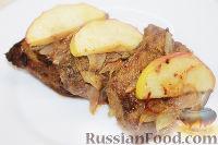 Фото к рецепту: Говяжья печень с яблоками и луком (по-берлински)
