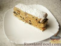 Фото к рецепту: Торт без выпечки, с творогом и черносливом