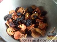 Фото приготовления рецепта: Компот из смеси сухофруктов - шаг №2