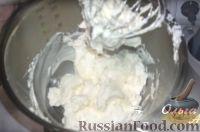 Фото к рецепту: Масляный крем со сгущенкой