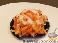 Фото к рецепту: Салат из сырой моркови и яблок со сметаной