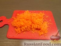 Фото приготовления рецепта: Салат из сырой моркови и яблок со сметаной - шаг №2