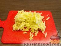 Фото приготовления рецепта: Салат из сырой моркови и яблок со сметаной - шаг №3