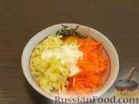 Фото приготовления рецепта: Салат из сырой моркови и яблок со сметаной - шаг №4