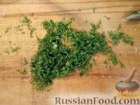 Фото приготовления рецепта: Салат из редьки с яйцами - шаг №5