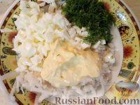 Фото приготовления рецепта: Салат из редьки с яйцами - шаг №7