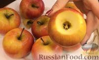 Фото приготовления рецепта: Запеченные яблоки с орехами и изюмом - шаг №1