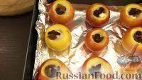Фото приготовления рецепта: Запеченные яблоки с орехами и изюмом - шаг №5