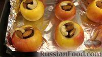 Фото приготовления рецепта: Запеченные яблоки с орехами и изюмом - шаг №6