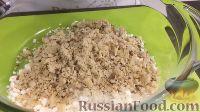 Фото приготовления рецепта: Вафельный торт с конфетами и безе (без выпечки) - шаг №9