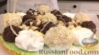 Фото приготовления рецепта: Вафельный торт с конфетами и безе (без выпечки) - шаг №13