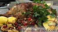 Фото к рецепту: Запеченная утка, фаршированная яблоками, орехами и изюмом