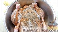 Фото приготовления рецепта: Курица, фаршированная яблоками, с лапшой и грибами - шаг №2