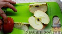 Фото приготовления рецепта: Курица, фаршированная яблоками, с лапшой и грибами - шаг №5