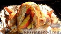 Фото приготовления рецепта: Курица, фаршированная яблоками, с лапшой и грибами - шаг №6