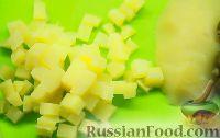 """Фото приготовления рецепта: Салат """"Оливье"""" с языком - шаг №2"""