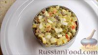 """Фото приготовления рецепта: Салат """"Оливье"""" с языком - шаг №10"""
