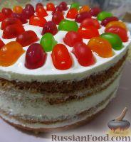 Фото приготовления рецепта: Бисквитный торт с мармеладом - шаг №7