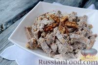Фото к рецепту: Салат из языка с грецкими орехами