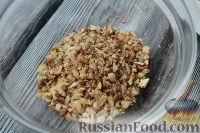 Фото приготовления рецепта: Салат из языка с грецкими орехами - шаг №2