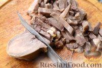 Фото приготовления рецепта: Салат из языка с грецкими орехами - шаг №4