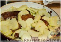 Фото приготовления рецепта: Утка, тушенная в яблоках, с жареной Антоновкой - шаг №9